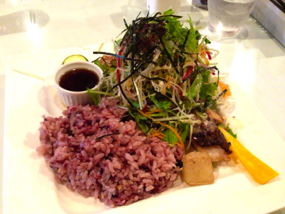東京の地場野菜が食べられるレストラン「カムラッド調布店」