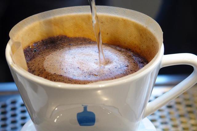 【清澄白河】ブルーボトルコーヒー(Blue Bottle Coffee)日本1号店は地元密着型の焙煎所カフェ