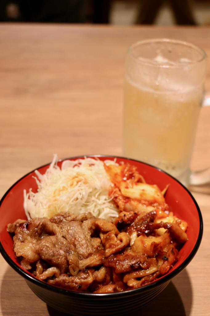 Beef grilled mixed meat bowl (Nakamori 650 yen including tax)