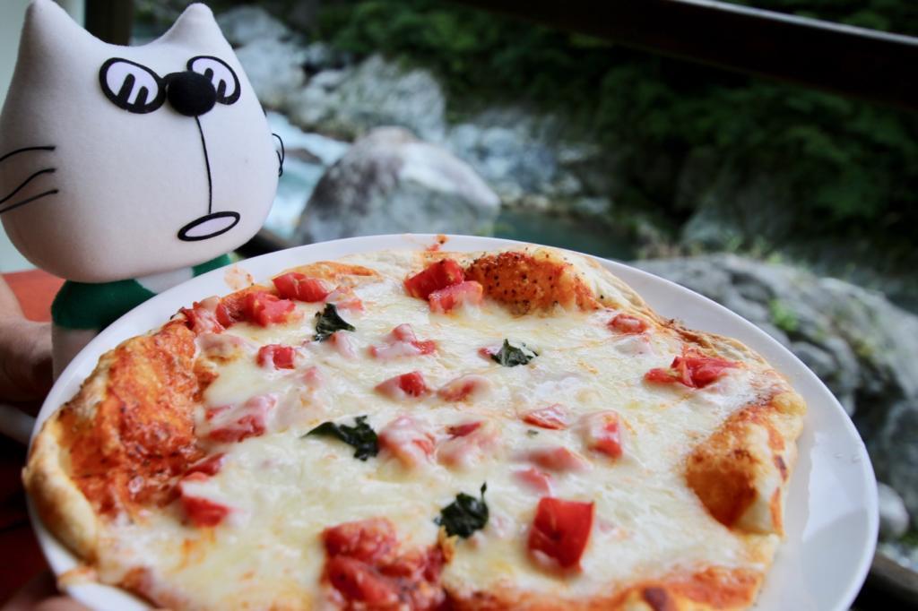 食彩キッチン メイフライのマルゲリータピザとたまらんにゃ〜
