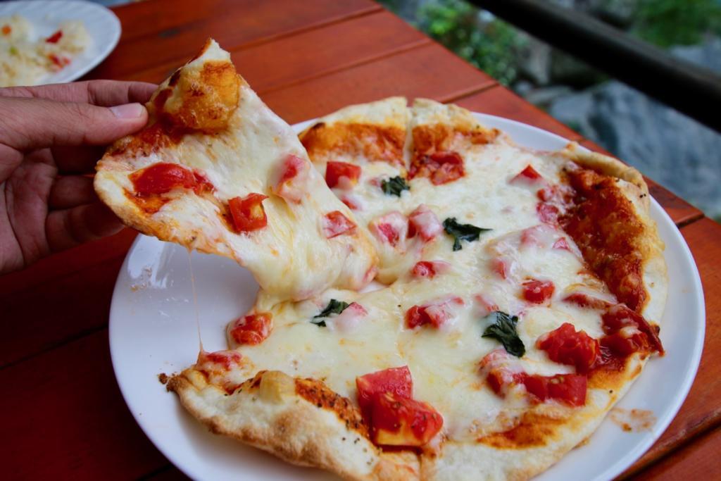 食彩キッチン メイフライのマルゲリータピザ