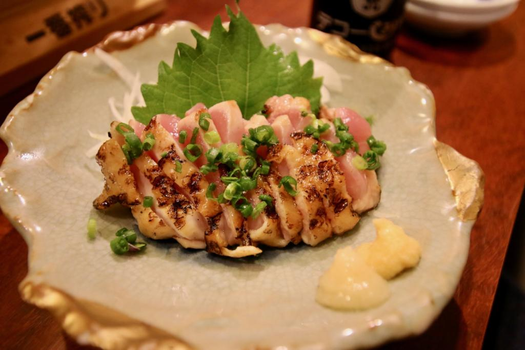 鹿児島県出水産 さつま赤鶏あぶり刺し ハーフサイズ(560円)