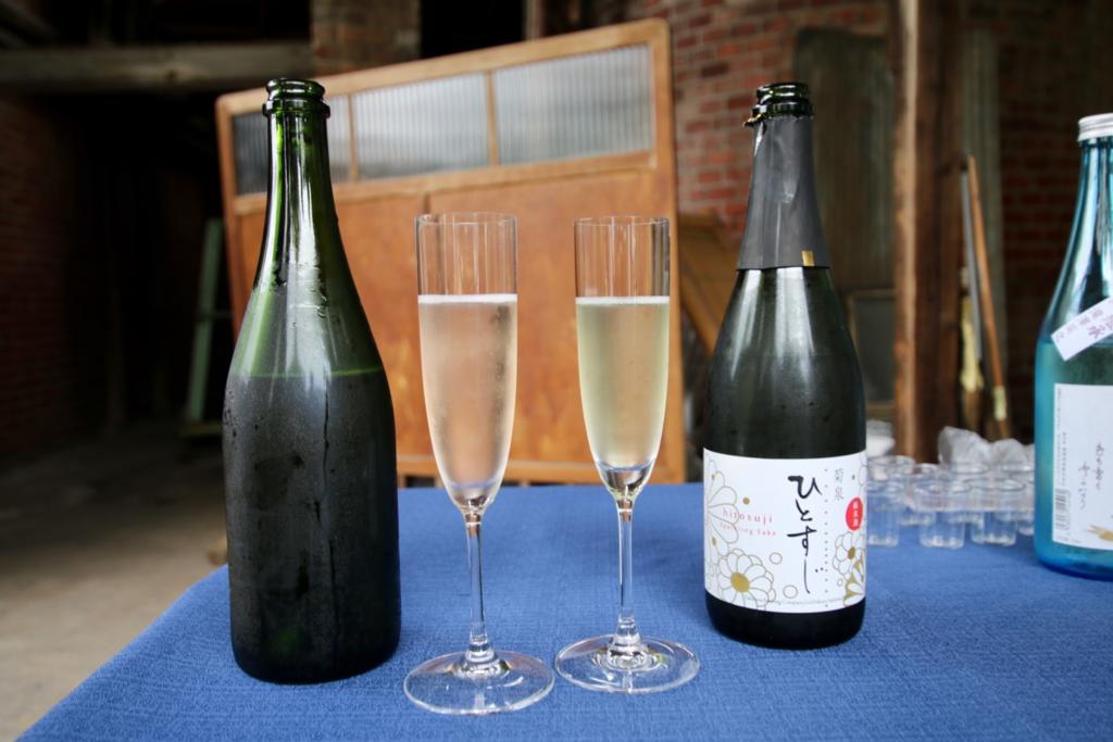 菊泉 ひとすじロゼ(左)と菊泉 ひとすじ(右)