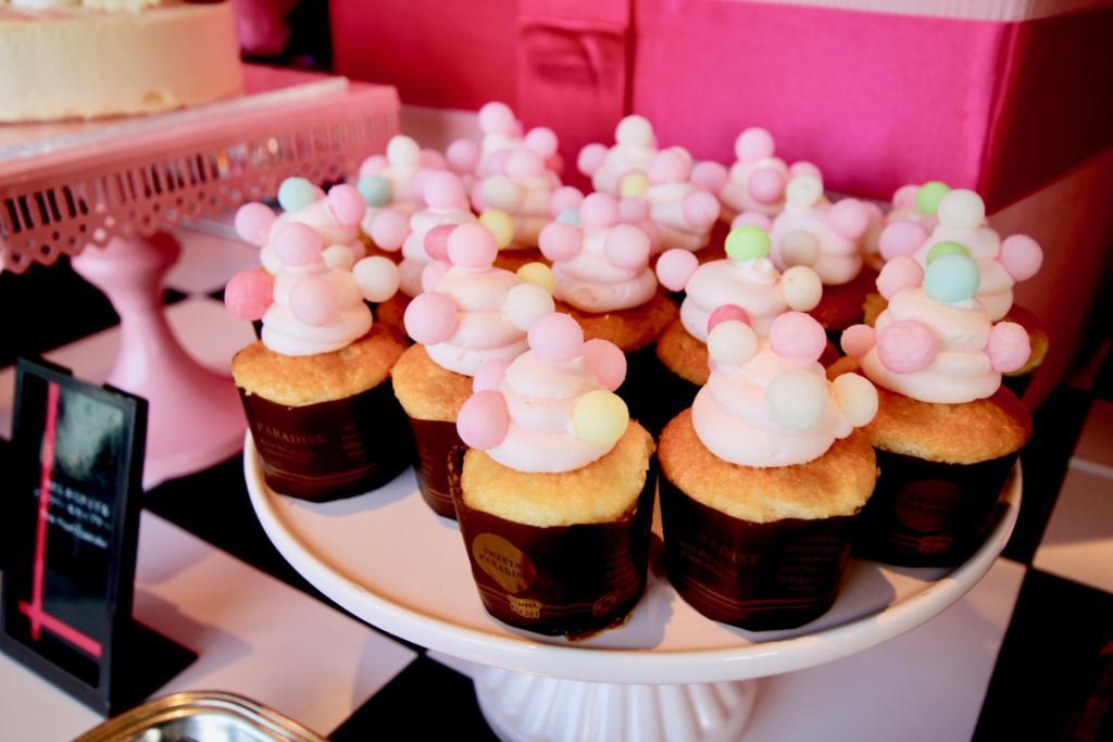 わたしを引き立てる ピンクパールカップケーキ