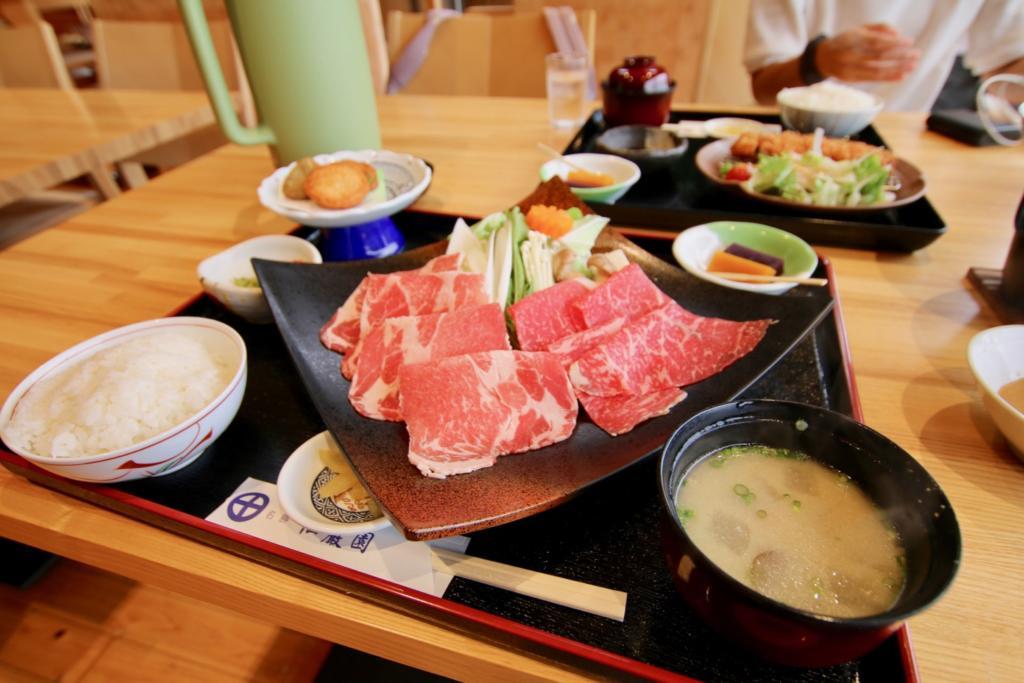 黒毛和牛・黒豚しゃぶしゃぶ膳(1,980円税込)