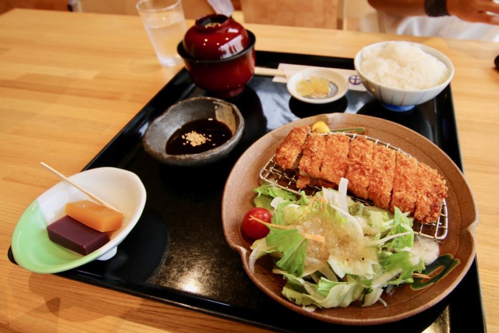 黒豚ロースカツセット(1,380円税込)
