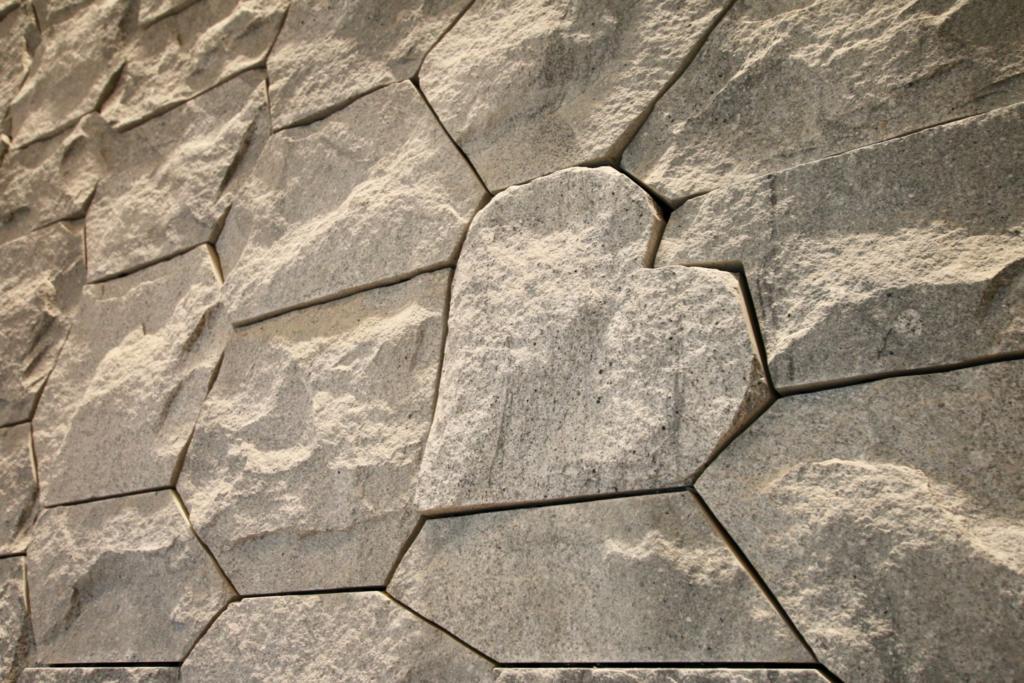 東京會舘 新本館 チャペルにはハートの石も