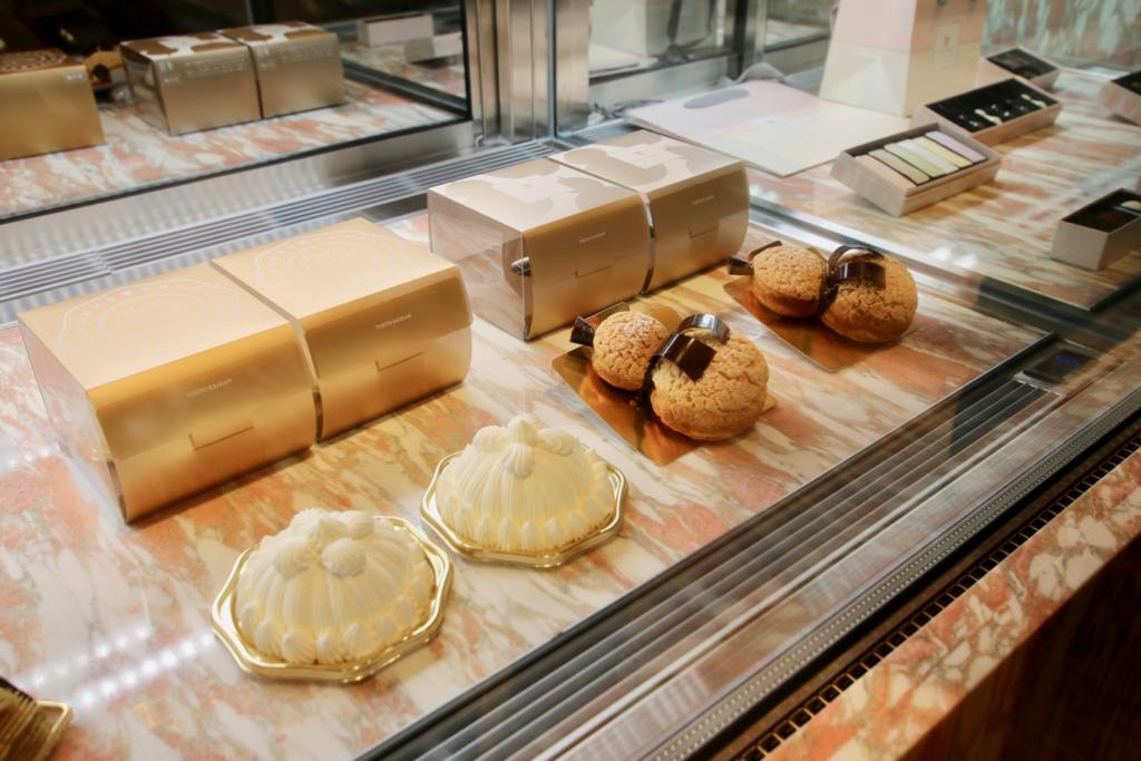 "Pastry shop ""SWEETS & GIFTS"" Marron Chantery (908 yen) or a gourd-shaped puff cream (888 yen)"
