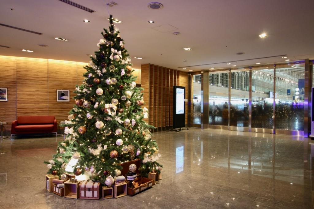 エントランスにはクリスマスツリー