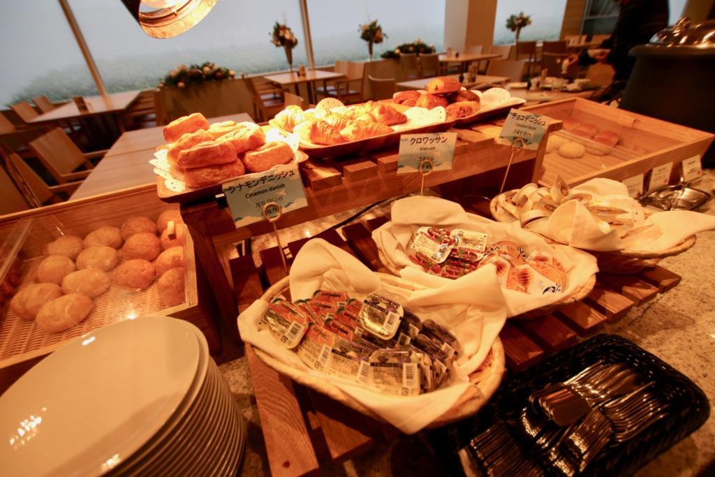 「フライヤーズテーブル」で朝食