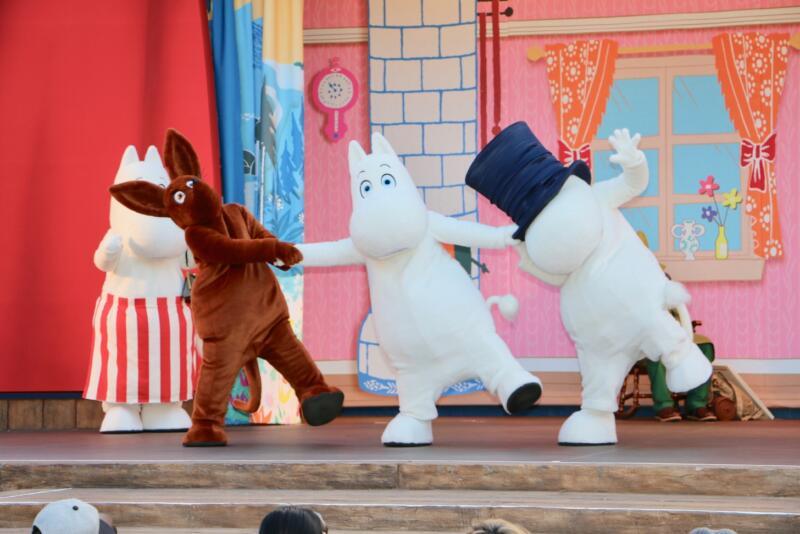 エンマの劇場のショー