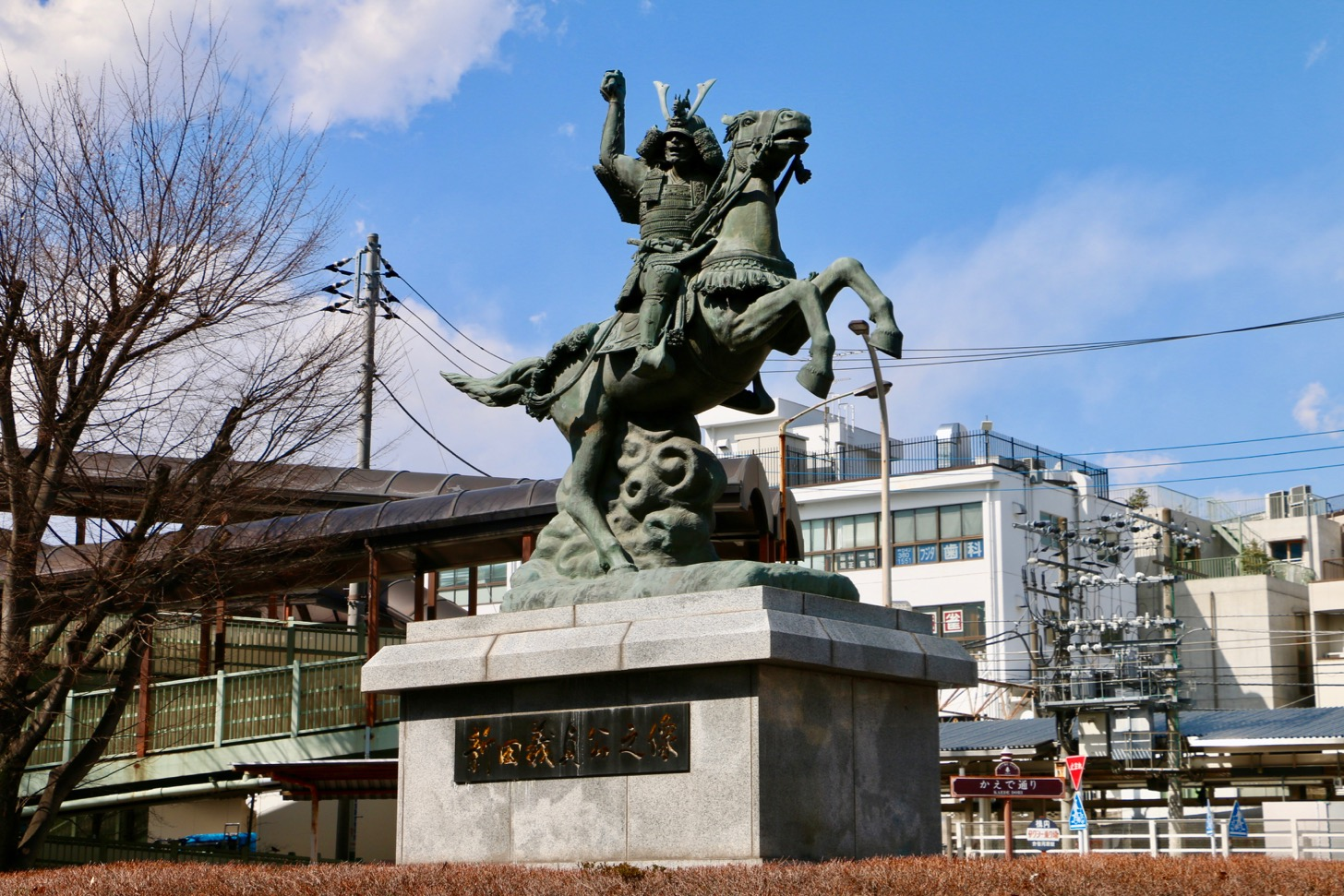 Statue of Yoshida Nitta, located in the roundabout in front of the station