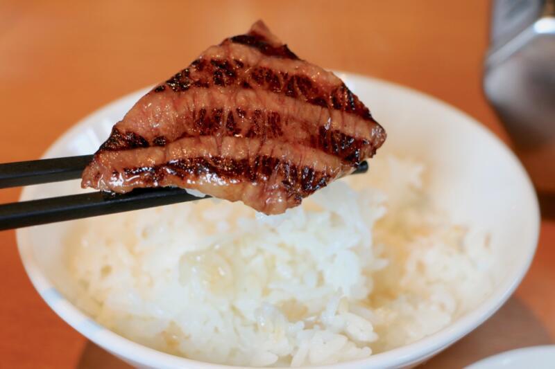 焼肉 まる秀 ザブトン(794円税抜)とご飯