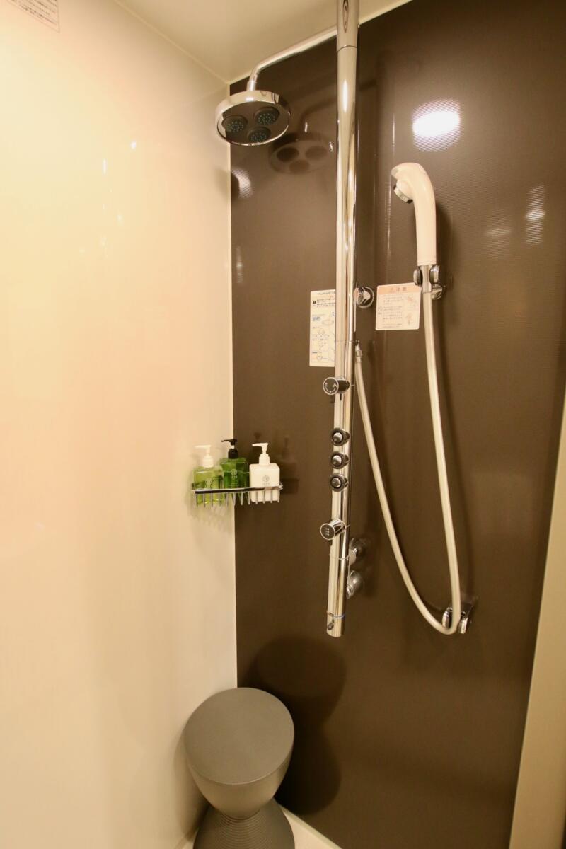 ホテル龍名館東京 国産のシャワーヘッド「nude(ヌード)」のハンドシャワー