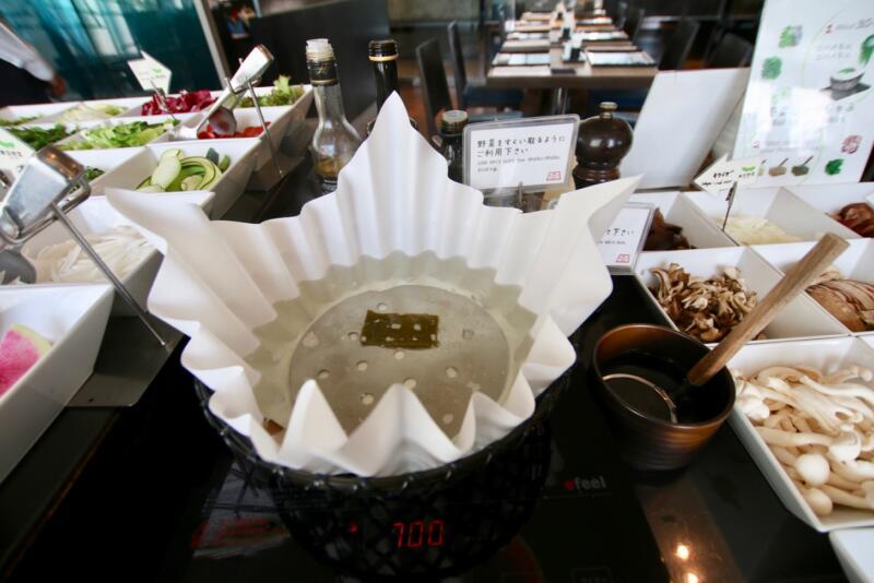 ホテル龍名館東京 こちらの鍋でしゃぶしゃぶしていただきますよ