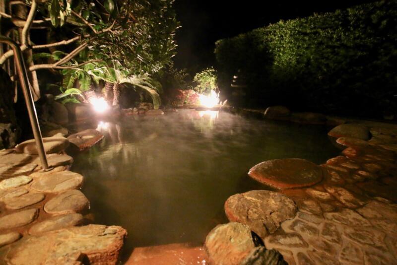 全室源泉かけ流し露天風呂付の宿「いさり火」共同露天風呂