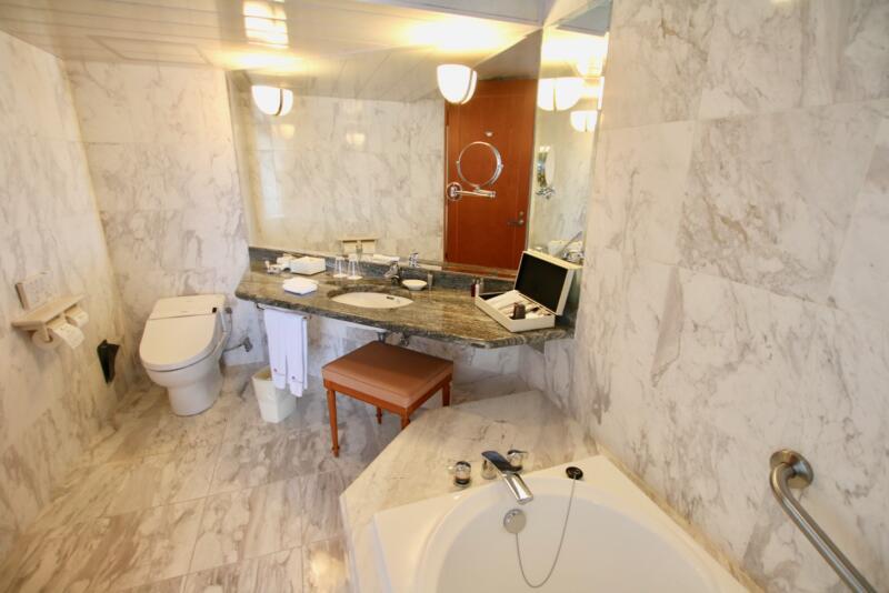 オキナワ マリオット リゾート & スパのスーペリアルーム/ハイフロア バスルーム