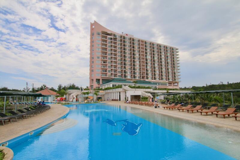 オキナワ マリオット リゾート & スパのプール
