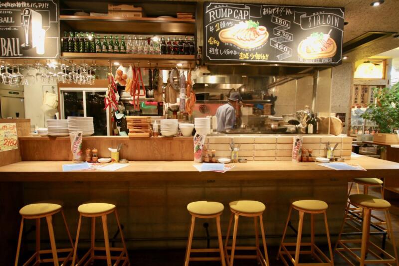神田の肉バル「RUMP CAP」(ランプキャップ)新宿西口店の内観