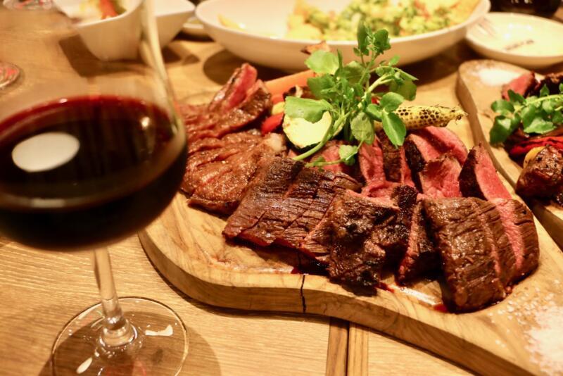 神田の肉バル RUMP CAP 新宿西口店のお肉とワインが合う