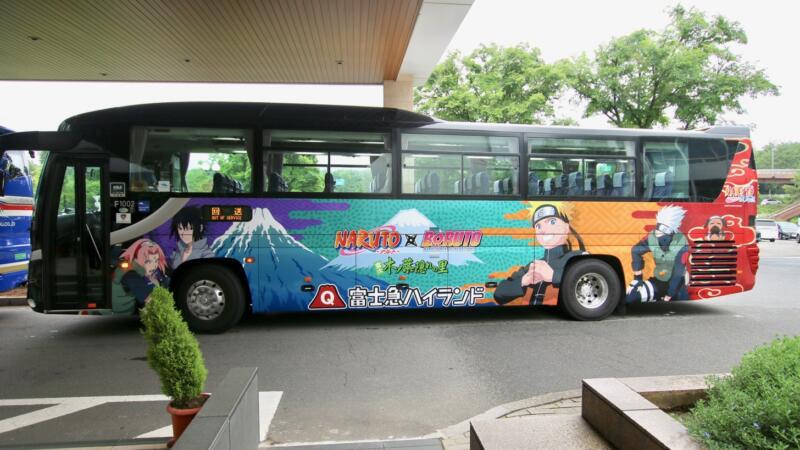NARUTO×BORUTOのラッピング高速バス