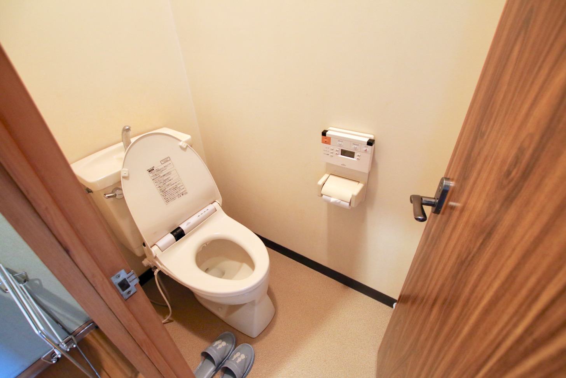 旅館「はまべ荘」のトイレ