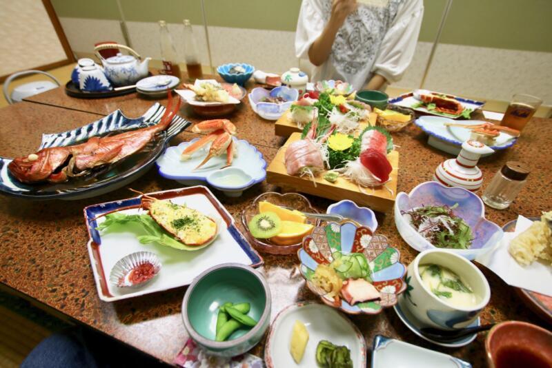 旅館「はまべ荘」稲取キンメの夕食