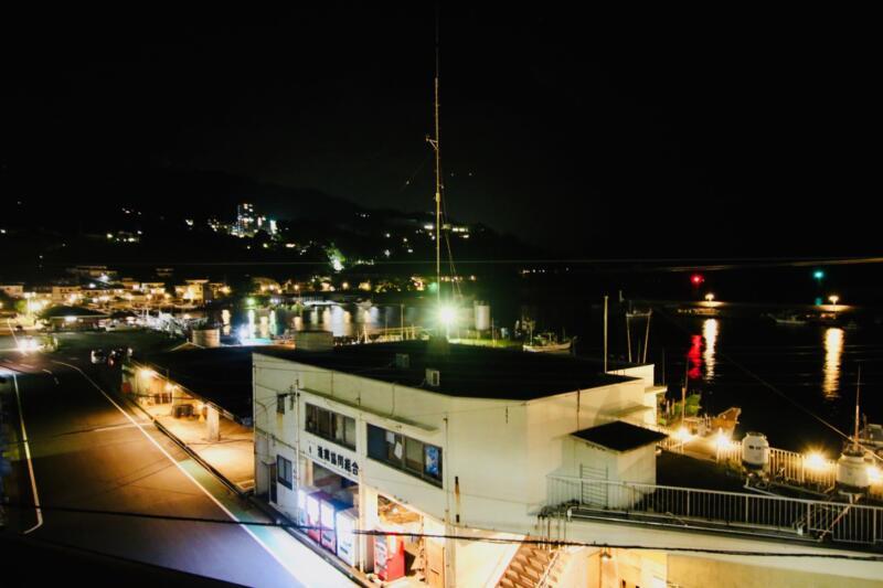 旅館「はまべ荘」からの夜景