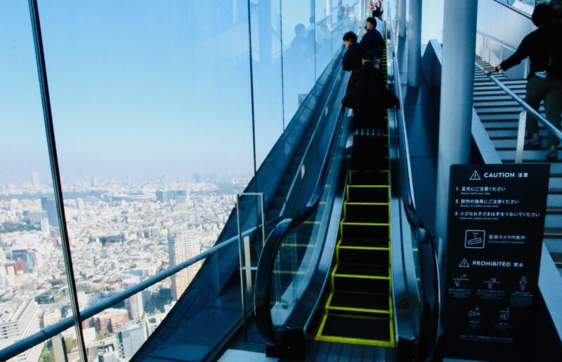 渋谷スクランブルスクエアの展望台・SHIBUYA SKY(渋谷スカイ)エスカレーター