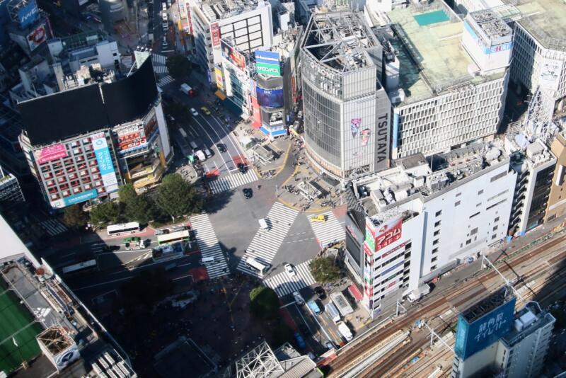 渋谷スクランブルスクエアの展望台・スカイギャラリーからの渋谷スクランブル交差点