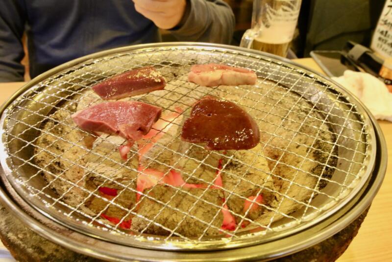 井上臓器 亀戸店 焼物「レバー・ハツ」
