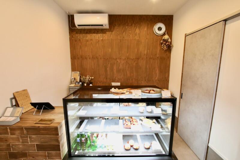 ケーキのテイクアウト専門店「hinata」店内