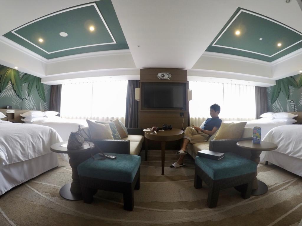 広いパークウィングホテルのコーナールーム