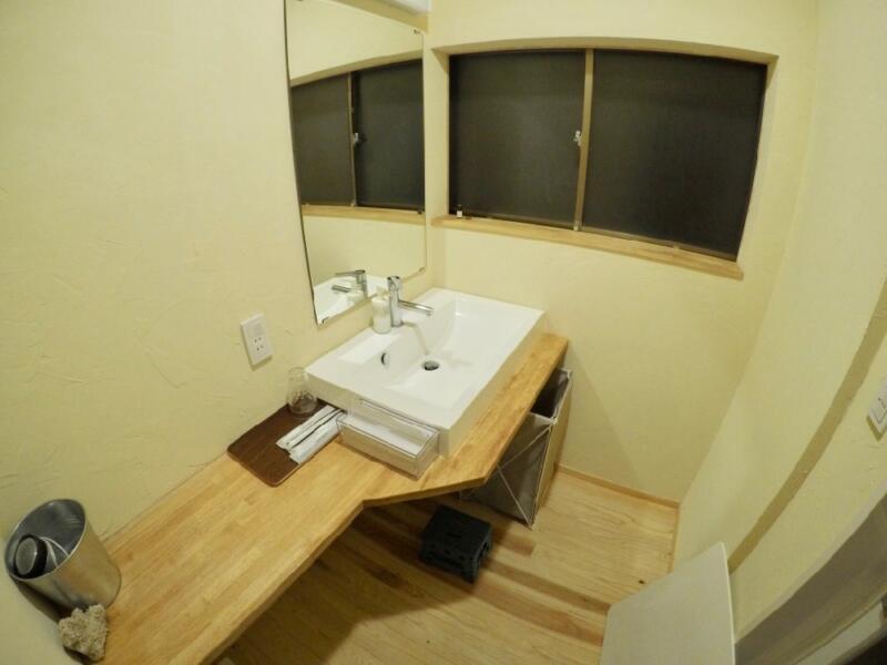 「宿屋まてまて」の洗面台