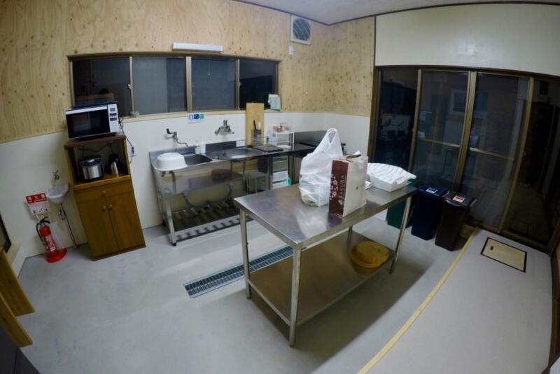「宿屋まてまて」のキッチン