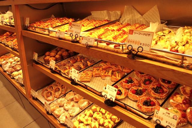 カフェらしくパンの種類も豊富