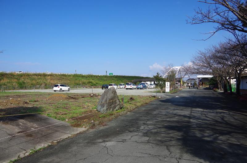 左側に駐車場