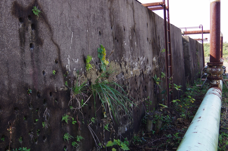 穴の空いた壁