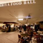 【東京ミッドタウン日比谷B1は駅直結】「HIBIYA FOOD HALL」は世界の食が集まる!人気ベーカリーやアップルパイ専門店も