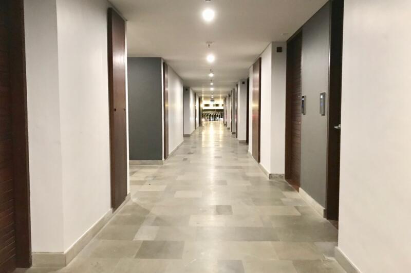ウォーターマーク ホテル & スパ バリ ジンバラン 廊下