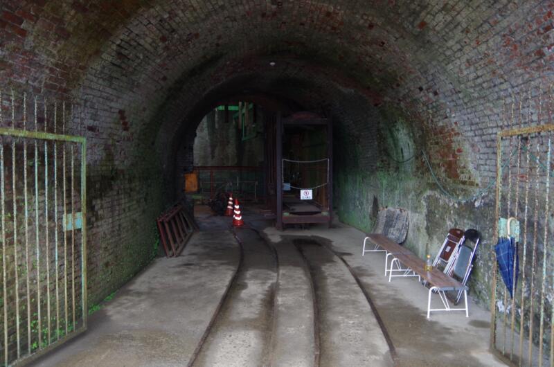 トンネル〉