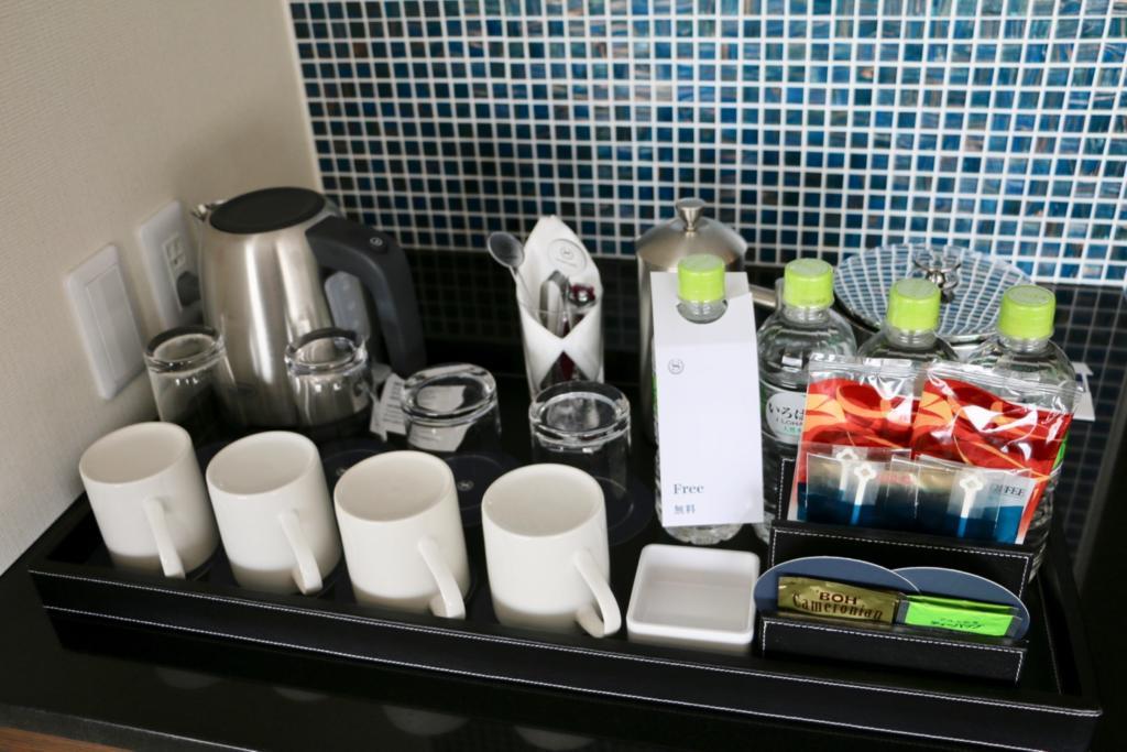 コーヒーや紅茶のセットとミネラルウォーター4本が無料