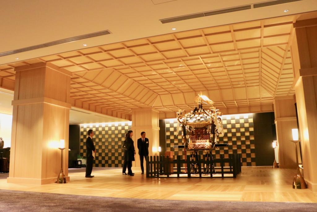宿泊者専用セカンドロビーには三社祭のお神輿