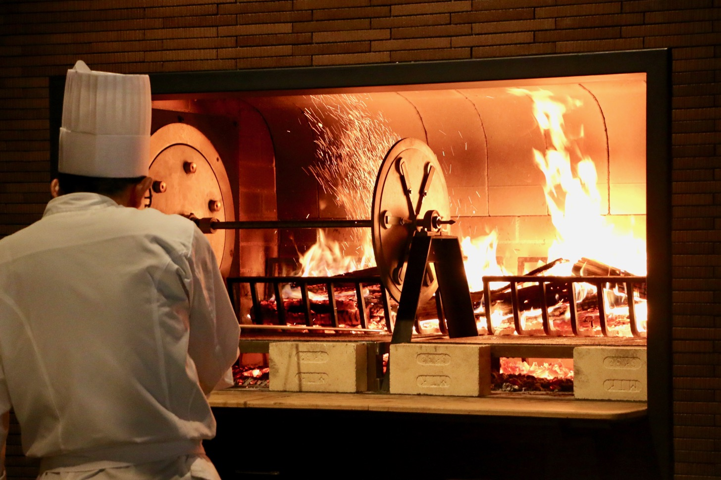 【浅草ビューホテルが全面リニューアル】薪火で焼くグリルレストランがオープン!