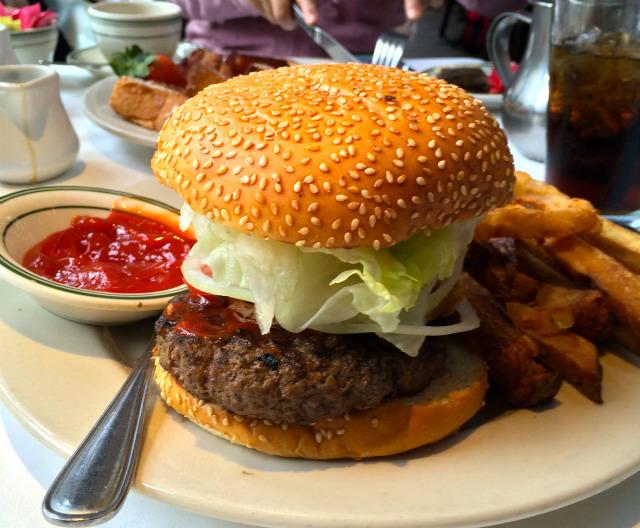 【ハワイ・ホノルル】六本木に出店予定の「ウルフギャングズ・ステーキハウス」で食べたハンバーガーが予想以上にボリュームMAXな件