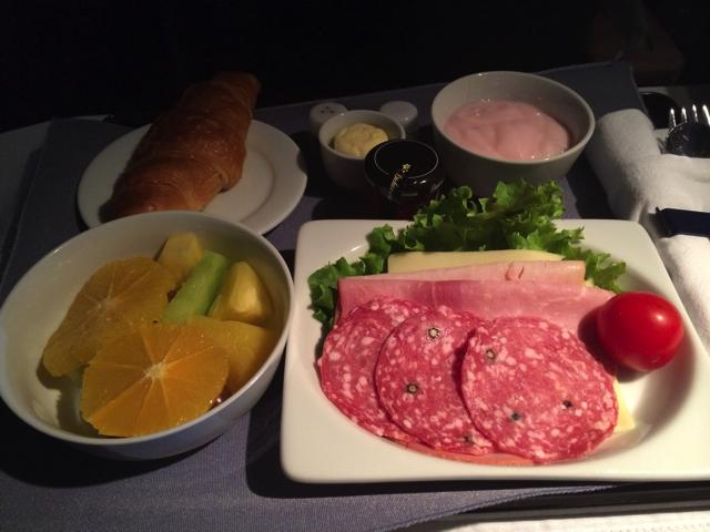 ユナイテッド航空ビジネスクラスの朝食