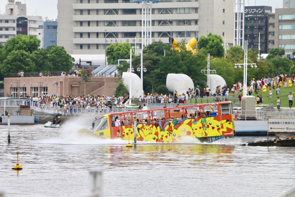 水陸流用バスもピカチュウラッピング