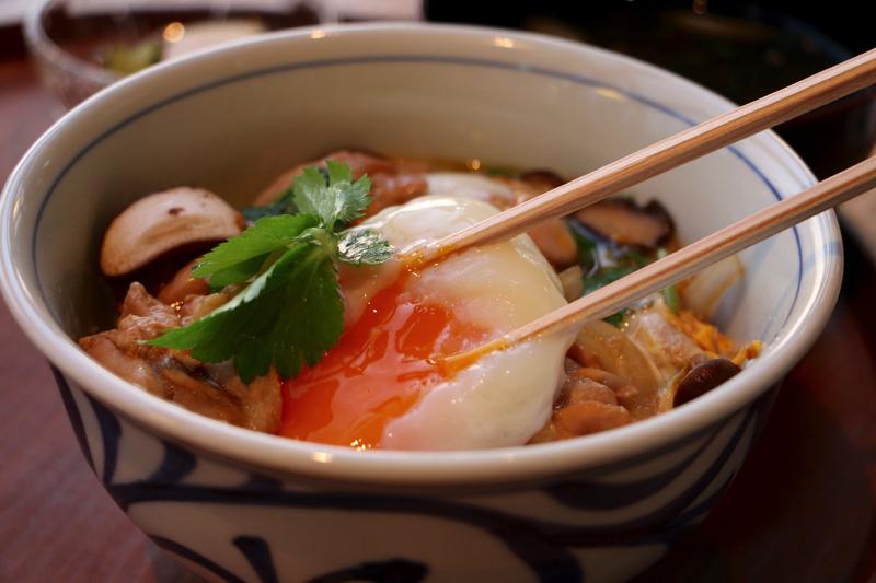 【渋谷ヒカリエ】d47食堂で渋谷の夕暮れを見ながら絶品富山定食・親子丼が美味しい