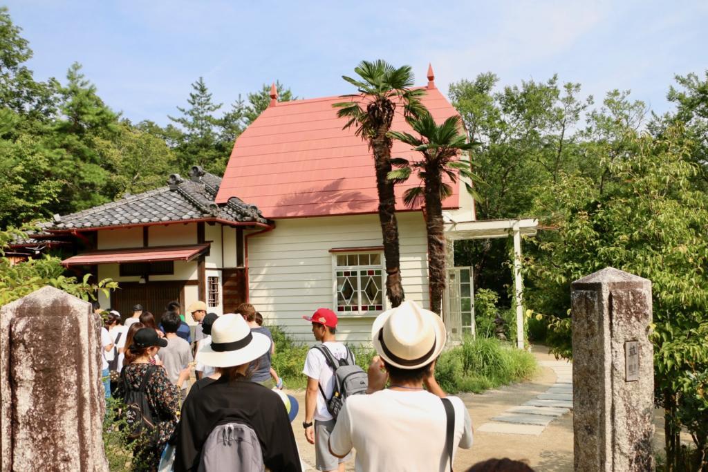 「サツキとメイの家」赤い屋根