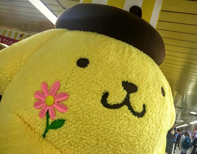 【もふもふ祭り】新宿地下街にポムポムプリンの巨大ぬいぐるみが登場!